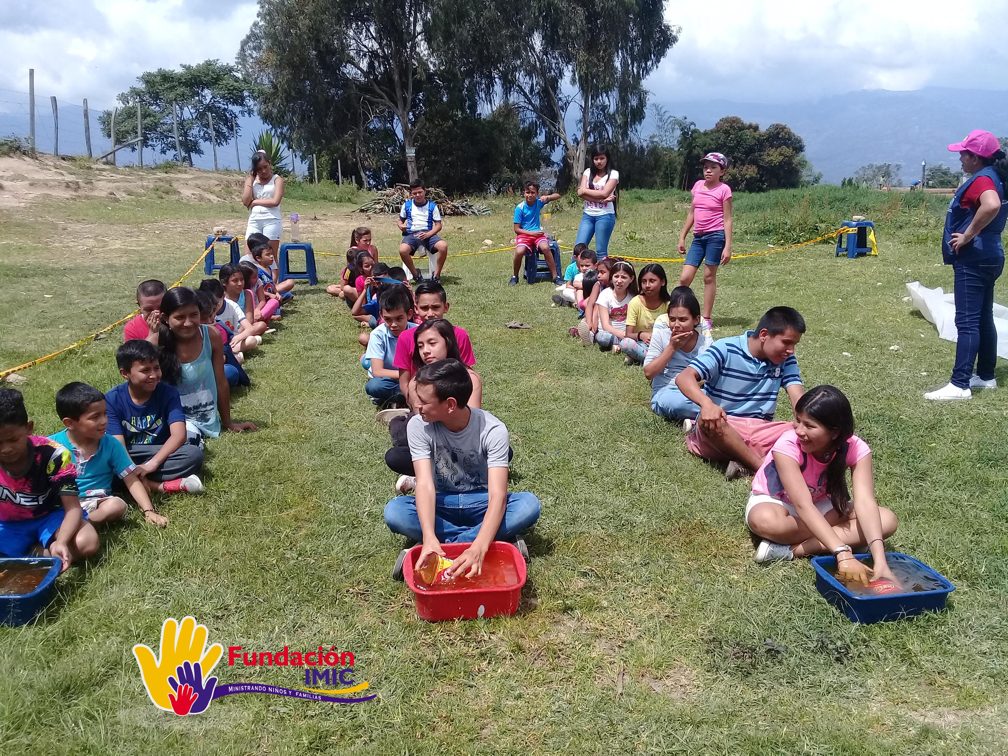 creamos espacios donde los niños de población vulnerable  puedan recrearse sanamente.